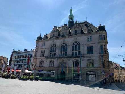 Stadtpalais am Markt: Hochwertige 4-Zimmer-Maisonette-Wohnung (3./4. OG) am halleschen Marktplatz