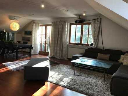Exklusive, geräumige und modernisierte 2-Zimmer-Wohnung mit Balkon und Einbauküche in Tutzing