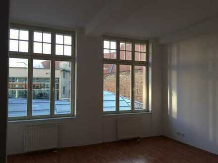 City - Händelgalerie / 3 Zimmer Maisonette Wohnung mit Wanne / Aufzug zu vermieten!