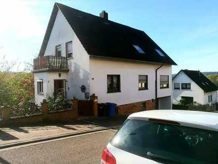 FAMILIENFREUNDLICHES WOHNEN - SCHÖN GELEGENES EIN - ZWEIFAMILENHAUS in ruhiger Lage in Althornbach