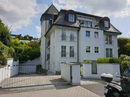 Exklusive, geräumige und gepflegte 2-Zimmer-Terrassenwohnung mit EBK in Wiesbadens