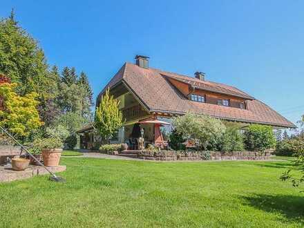 Zweifamilienhaus mit idyllischem Grundstück in Grafenhausen
