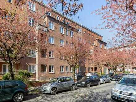 Erstbezug, umfassend modernisiert, Einbauküche, Balkon Erdgeschoss