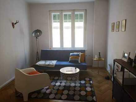FÜR EINZELPERSONEN: Möblierte 3-Zimmer-Altbauwohnung mit Balkon in 80331 zur Untermiete ab sofort