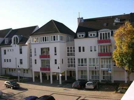Zentral am Rathausplatz gelegene Büroräume. Ebenerdiger Zutritt, große Fensterfront. Provisionsfrei!