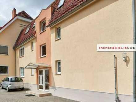 IMMOBERLIN: Ansprechende Wohnung mit ruhiger Westterrasse & hellem Ambiente