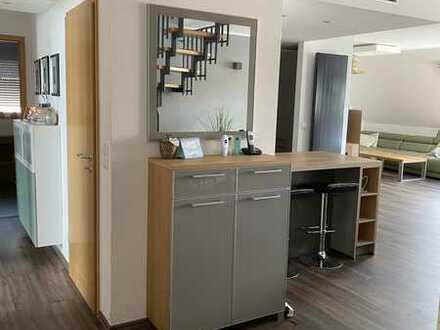 Stilvolle, vollklimatisierte und modernisierte 6-Zimmer-Maisonette-Wohnung mit Dachterasse