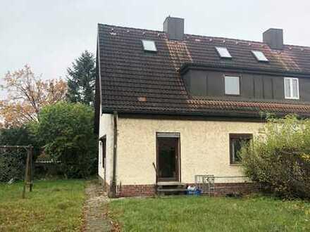 Kleine Doppelhaushälfte (sanierungsbedürftig) in familienfreundlicher Lage von Germering