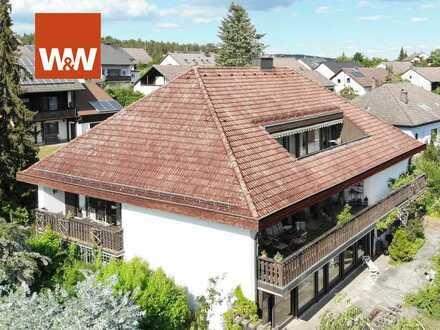 Großzügig wohnen! Renovierungsbedürftige Villa mit Spa, Schwimmhalle und Sauna