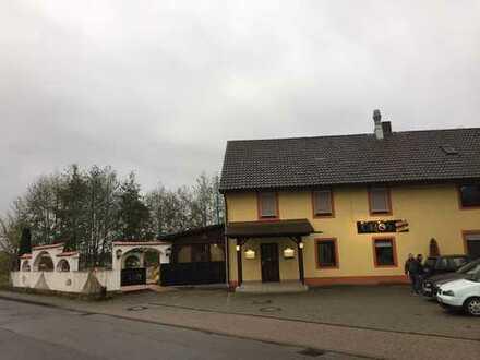 Gasthaus mit schönem Biergarten und Fremdenzimmern