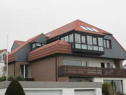 Großzügige Dachterrassenwohnung mit Wintergarten in einem sehr gepflegten 3- Familienhaus