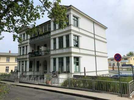 Seitlicher Seeblick - Exklusives Wohnen in 100 jähriger Villa in Ahlbeck - Komplett saniert