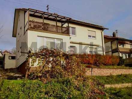 Familienheim mit traumhafter Aussicht: 8-Zi.-ZFH mit Südbalkon und Duplexgarage in Birenbach