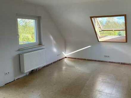 Erstbezug nach Umbau - helle 3 Zimmer Dachgeschosswohnung mit Balkon in Bondorf zu vermieten