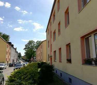 Essen-Frintrop-helle und gut geschnittene 3-Zimmer Wohnung mit Balkon u. tagesbelichtetem Wannenbad