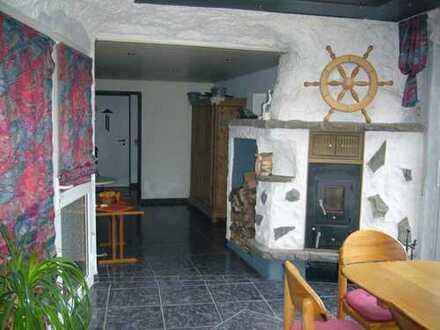 Kirchen-Herkersdorf: Moderne 3-Zimmer-Wohnung, Sauna, Einbauküche, 2 Badezimmer und Gartenanteil
