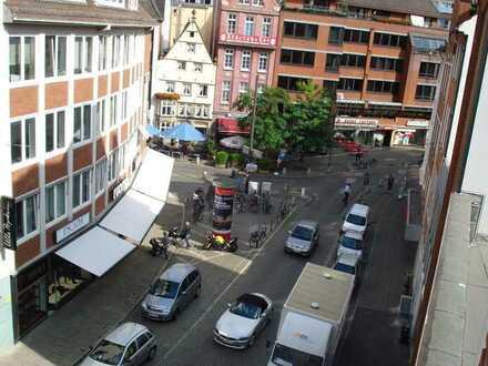 Vermietet!!! Schöne große zwei Zimmerwohnung mit Balkon, EBK und Fahrstuhl - WG geeignet!