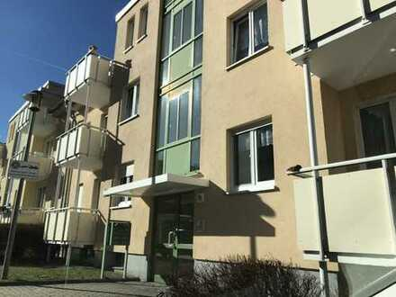 Günstige, geräumige und gepflegte 1-Zimmer-Wohnung mit Balkon in Werdau