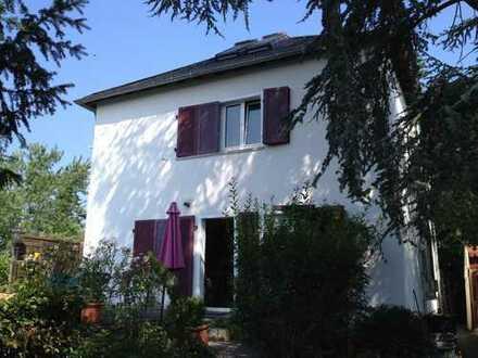 2.975 €, 190 m², 6 Zimmer
