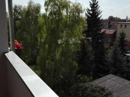 Wir vermieten eine Vierraumwohnung mit Balkon. Renoviert