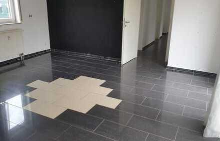 Moderne und helle 4 Zimmer-Wohnung mit Balkon, Garage und Außenstellplatz in Stetten