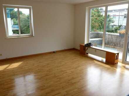 Von privat: Maisonette-Wohnung mit Sonnenbalkon, Loggia und Tiefgaragenstellplatz in Horn-Lehe