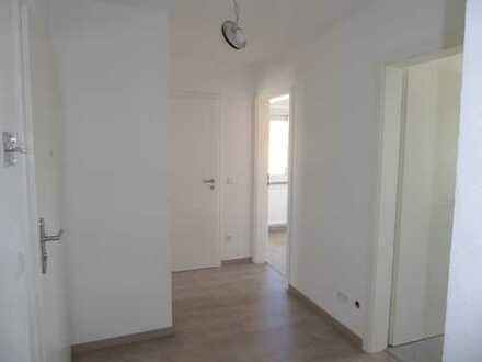 *TOP renovierte 5 Zimmer-Etagenwohnung mit Balkon und Pkw-Stellplatz