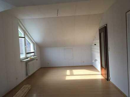 Helle 2-Zimmer-Dachgeschosswohnung in Bretten Nord (Hausertal)