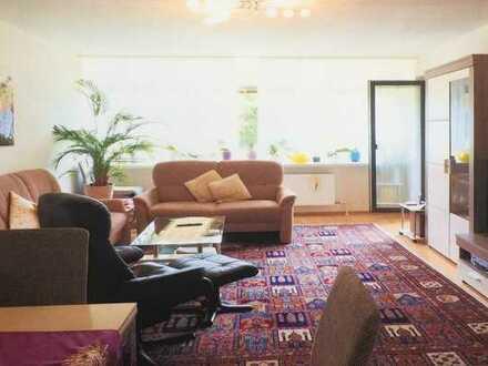 Gepflegte, helle, offene 3-Zimmer-Wohnung mit Balkon und EBK in Karlsruhe