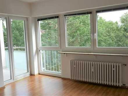 Sofortbezug möglich in WI-Bierstadt: Helle, ruhige 2,5-Zimmer-Wohnung; Wannenbad, Balkon und EBK
