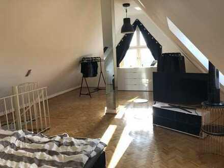 Außergewöhnlich geschnittene Maisonette Wohnung