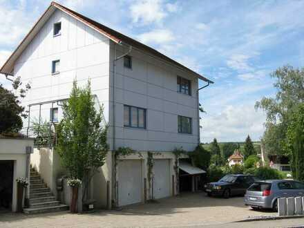 Modernes Wohnhaus mit Balkon/Terrasse/Garage