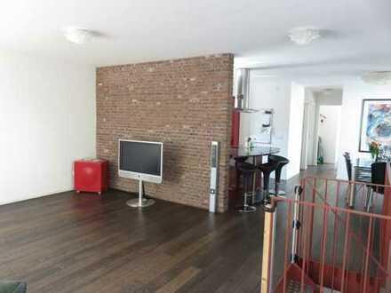 Penthouse-Wohnung mit Dachterrasse, Balkon, EBK, 2 Carports in zentraler Lage