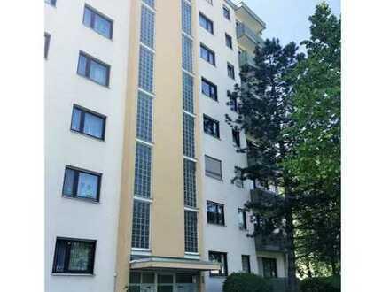 Renovierte Wohnung mit drei Zimmern und Balkon in Weinheim