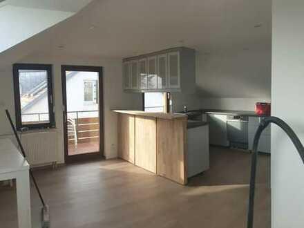 3-Zimmer-DG-Wohnung, neu renoviert