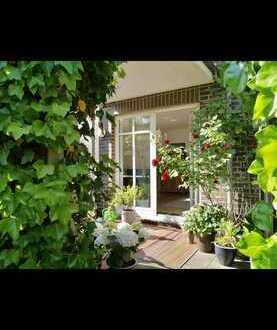 Gepflegte 4-Zimmer-Terrassenwohnung mit Garten und EBK in TOP-LAGE