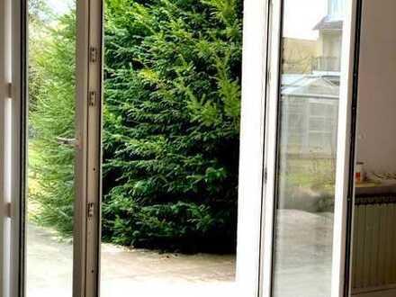 2- Zimmer Gartenwohnung zur WG Neugründung, renoviert, mit Stellplatz, Terrasse, Garten etc.