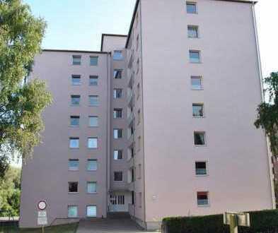2,5-Zimmer-Wohnung mit Balkon in energetisch saniertem Haus mit neuer Einbauküche