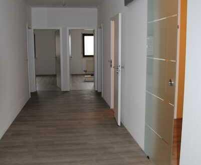Erstbezug nach Sanierung: 4-Zimmer-Wohnung mit Balkon in KH-Bosenheim