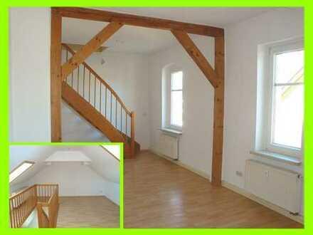 Große 2-Raum-DG-Wohnung + ausgebautes Dachgeschoß, große Wohnküche, Bad mit Wanne u. Fenster