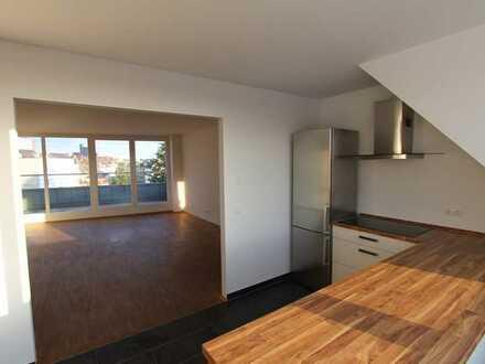 Zollstock at its best! 4-Zimmer DG-Wohnung mit Terrasse, Einbauküche und 2 TG-Stellplätzen