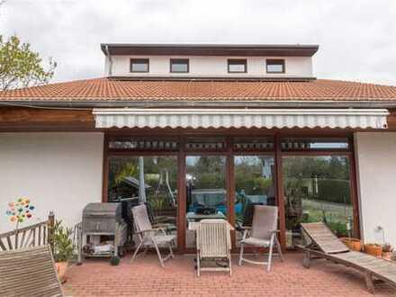 Exklusives Designerhaus mit großem Grundstück und Pool im beliebten Französisch Buchholz.
