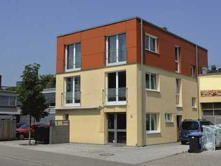 Gewerbe und Wohnen: Modernes und neuwertiges Gewerbeobjekt mit attraktiver Wohnung