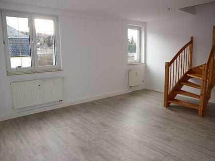 Schöne Maisonette-Whg. mit großer Küche - Eckbadewanne und Dusche - neuer moderner Bodenbelag