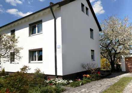 Doppelhaushälfte Provisionsfrei mit 2 Wohnungen, großem Garten, in Ruhiger Lage, Verkehrsgünstig