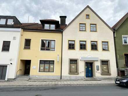 Wohn- und Geschäftshaus im Zentrum + 3 Garagen