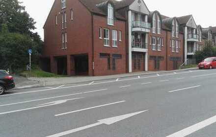 Große Gewerbefläche mit ausreichend Parkplätzen zu vermieten