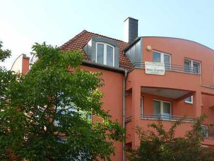 Wunderschön gelegene, großzügige und lichtdurchflutete 4-Zimmer-Maisonette-Wohnung mit 2 Balkonen