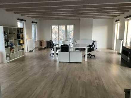 Helles Büro mit kleiner Küche - direkt am Schlosspark Pankow