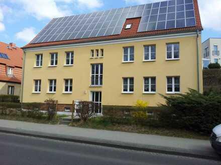 2,5 Zimmer-Wohnung mit Garten und PKW-Stellplatz